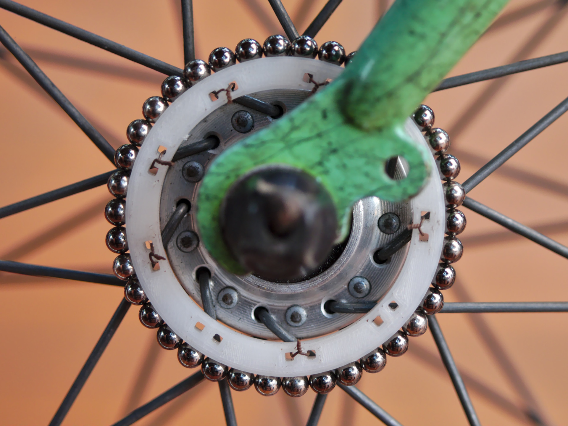 Tetramag spheres holder mounted on a bike wheel